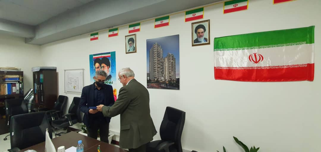 تقدیر بنیاد مسکن انقلاب اسلامی از دفتر زما و رضامفاخر