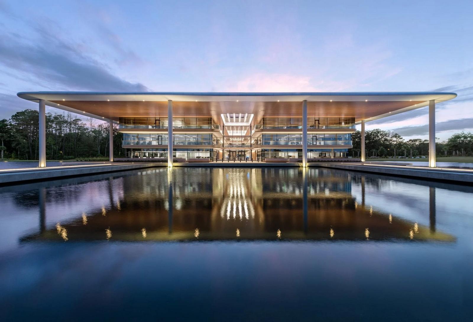 نگاهی اجمالی به پروژه ی ساختمان PGA Tour از فاستر و همکاران