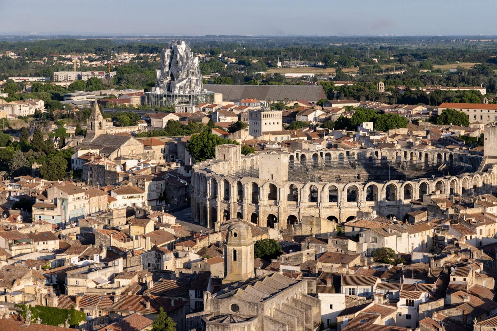 نگاهی به تصاویر Iwan Baan از Luma Arles از فرانک گری